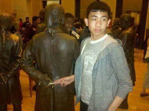 Bribing the Statue