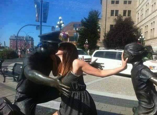Stealing Kiss from Statue to Statue